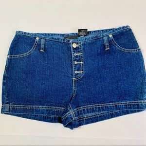 No Boundaries low rise jean shorts NWOT